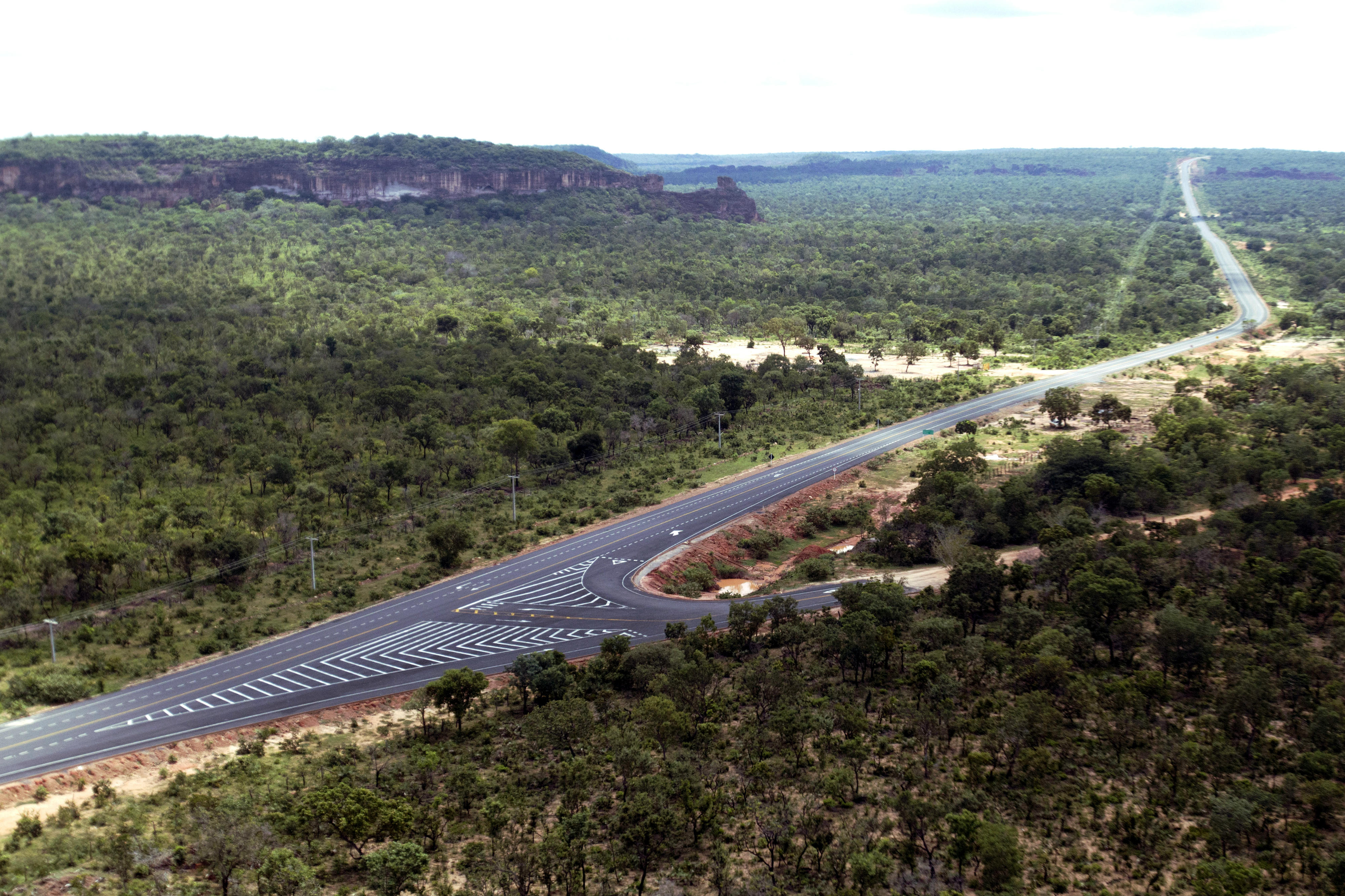 Construction of two stretches of BR 235 motorway, one connecting Gilbués to Santa Filomena, 130.2 km long, and another connecting Bom Jesus to Caracol, 150. 7 km long, both in the state of Piauí, Brazil